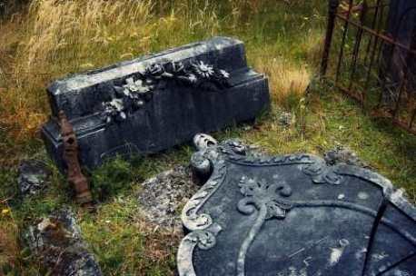 settlers-gravestone-gillespies-beach-medium-web-view.jpg